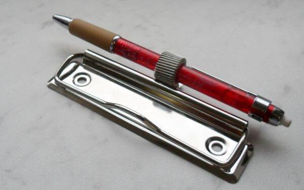 clip z uchwytem na długopis